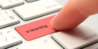 ujj megnyomja az e-learning gombot